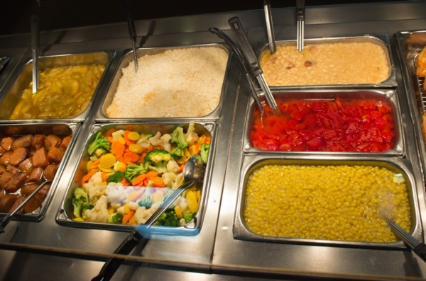 buffet has corn, tomatoes and mixed vegetables